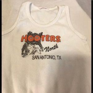 Hooter's tank top